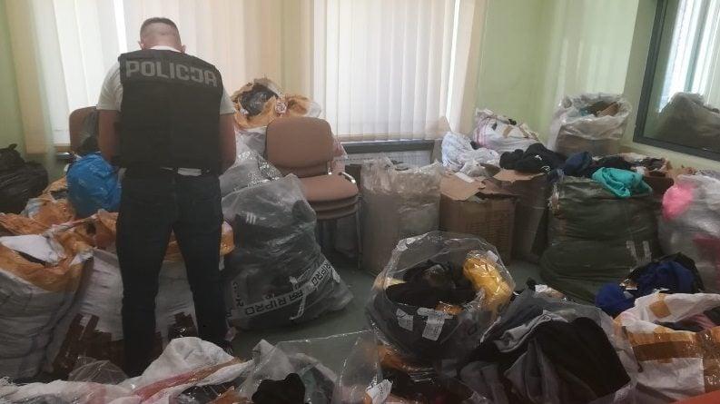 podrobiona odziez 2 fot. policja 793x445 - Poznań: Podrobiona odzież za... milion złotych!