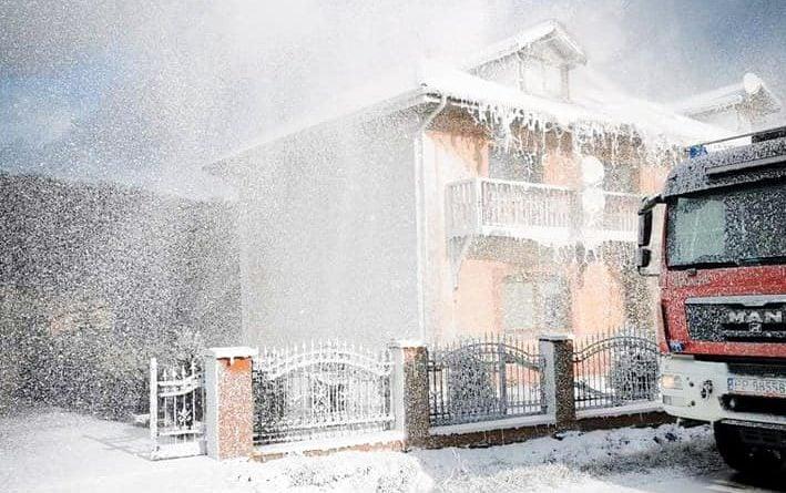 pozar 2 fot. osp wyrzysk 709x445 - Piła:  Pożar budynku - strażacy walczyli z ogniem i wiatrem