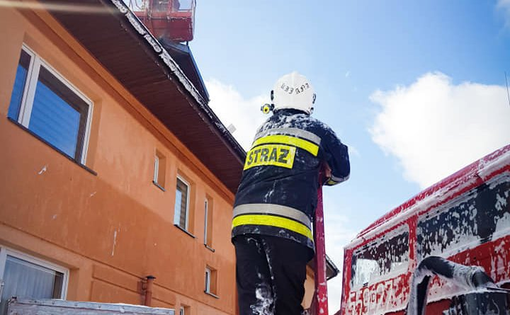 pozar 3 fot. osp wyrzysk 720x445 - Piła:  Pożar budynku - strażacy walczyli z ogniem i wiatrem