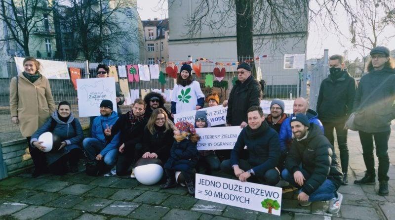 pozegnanie drzewa 11 800x445 - Poznań: Pożegnanie drzewa na Jeżycach