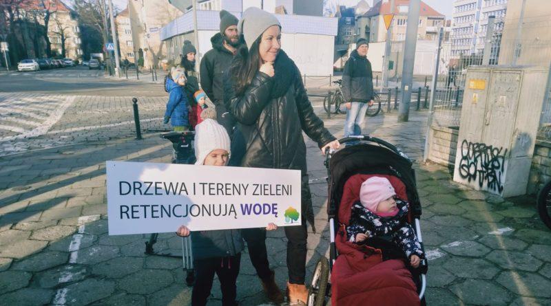 pozegnanie drzewa 5 800x445 - Poznań: Pożegnanie drzewa na Jeżycach