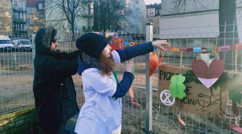 pozegnanie drzewa 6 800x445 - Poznań: Pożegnanie drzewa na Jeżycach