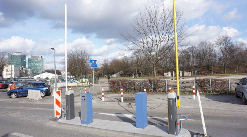 system parkingowy 2 fot. posir 800x445 - Poznań: Pływalna Chwiałka ma parking. Dla korzystających z obiektu dwie godziny za darmo