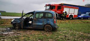 wypadek 2 fot. osp lubowo 300x138 - Gniezno: Uwięziona w samochodzie kobieta w ciąży