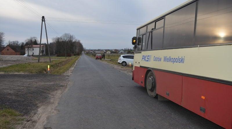 wypadek 2 ostrzeszow fot. policja 800x445 - Ostrów Wielkopolski: Samochód potrącił dziecko