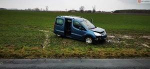 wypadek fot. osp lubowo 300x138 - Gniezno: Uwięziona w samochodzie kobieta w ciąży
