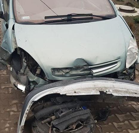 Międzychód: Samochód wylądował na barierkach ochronnych