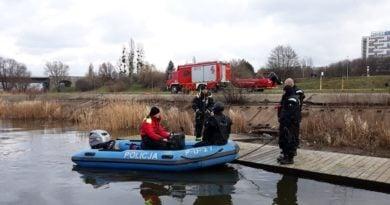 cwiczenia na warcie 4 fot. policja 390x205 - Poznań: Zaczyna się sezon kąpielowy - policjanci wyruszają na wodę
