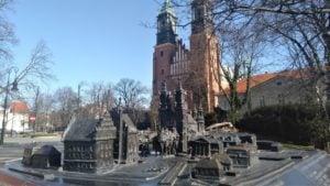 katedra 6 300x169 - Poznań: Słoneczna niedziela - a miasto puste!