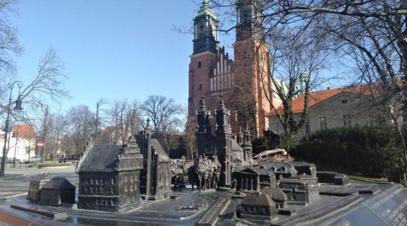 katedra 6 800x445 - Kościoły w czasie pandemii powinny zostać zamknięte. Tak uważają Polacy