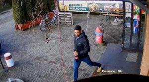 lechlin 4 fot. policja  300x167 - Piła: Policjanci poszukują włamywacza z Lechlina
