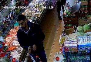 lechlin2 fot. policja  300x204 - Piła: Policjanci poszukują włamywacza z Lechlina