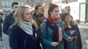 mw dzien kobiet 1 300x169 - Poznań: Młodzież Wszechpolska wręczała kwiaty. Z okazji Dnia Kobiet