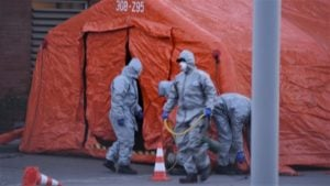 namiot przed szpitalem 3 300x169 - Poznań: Przed szpitalami stanęły namioty