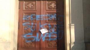 napis na drzwiach kosciola 1 300x169 - Poznań: Wulgarny napis na drzwiach kościoła