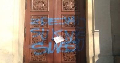 napis na drzwiach kościoła 1 fot. L. Łada