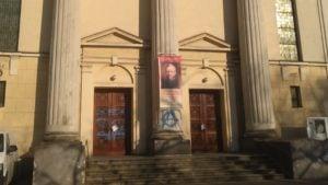 napis na drzwiach kosciola 3 300x169 - Poznań: Wulgarny napis na drzwiach kościoła
