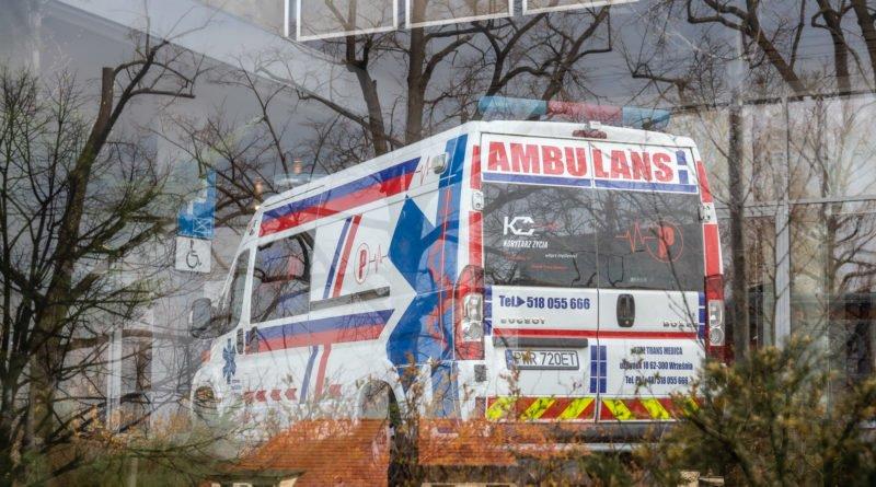 Poznań Akademik Polonez #zostańwdomu ambulans karetka pogotowie kwarantanna
