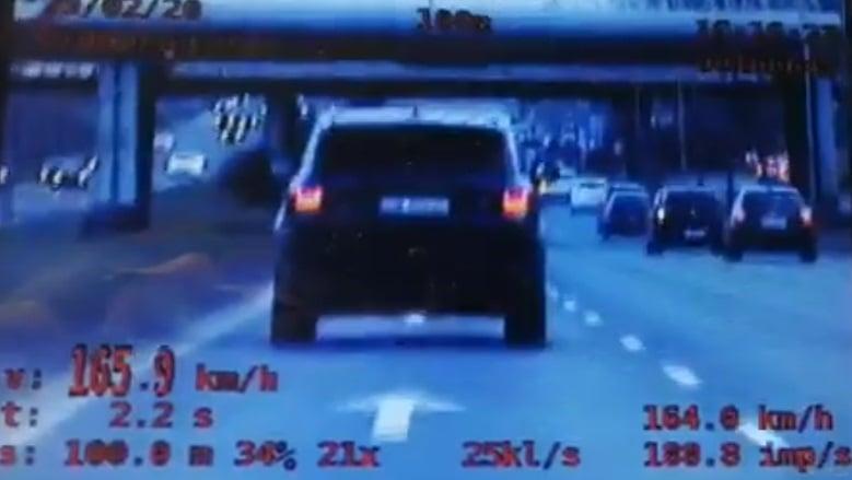 samochód na Krzywoustego fot. policja