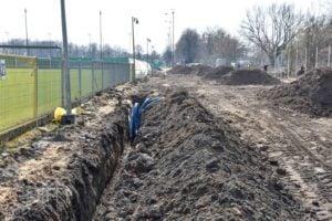 stadion 4 fot. pim  300x200 - Poznań: Trwa budowa oświetlenia boiska przy Drodze Dębińskiej