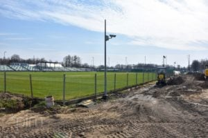 stadion 5 fot. pim  300x200 - Poznań: Trwa budowa oświetlenia boiska przy Drodze Dębińskiej