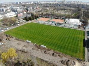 stadion fot. pim 300x225 - Poznań: Trwa budowa oświetlenia boiska przy Drodze Dębińskiej