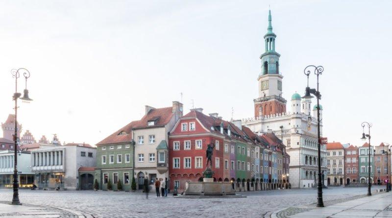 stary rynek poznan fot. slawek wachala 4387 800x445 - Poznań: Jaką pomoc miasto oferuje przedsiębiorcom?