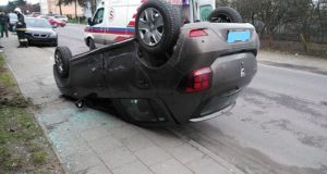 Szamotuły: Zderzenie dwóch samochodów w Pniewach. Jedna osoba jest ranna