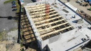 Poznań: Nad pływalnią na os. Zwycięstwa powstaje dach