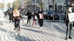 kolejka po aborcje 12 300x169 - Poznań: Kolejka do apteki. Z powodu projektu ustawy Kai Godek