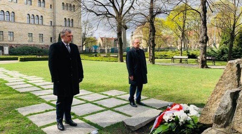 Marek Woźniak składanie kwiatów fot. UMWW