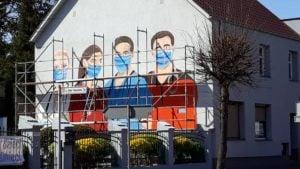 mural rogozno 4 fot. fb 300x169 - Rogoźno: W podzięce dla służby zdrowia.... namalowali mural!