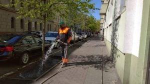 podlewanie 2 fot. zdm 300x169 - Poznań: ZDM już podlewa tereny zielone. Jest sucho!
