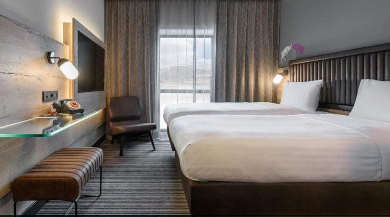 pokój w hotelu Moxy fot. lotnisko Ławica