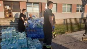 pomoc dla szpitala 3 fot. osp kostrzyn 300x169 - Kostrzyn: Strażacy wspomogli szpital przy Szwajcarskiej