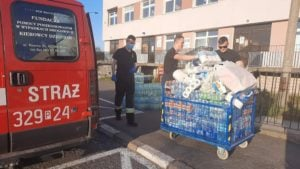 pomoc dla szpitala fot. osp kostrzyn 300x169 - Kostrzyn: Strażacy wspomogli szpital przy Szwajcarskiej