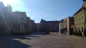 pozna stary rynek 2 300x169 - Poznań: Miasto, policja i bardzo nieliczni przechodnie