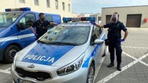 przylbice fot. policja 300x169 - Gniezno: Policjanci otrzymali kolejne przyłbice ochronne