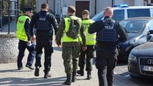 szer. piotrowski na patrolu fot. wbot 300x169 - Kalisz: Żołnierz WOT uratował tonącego