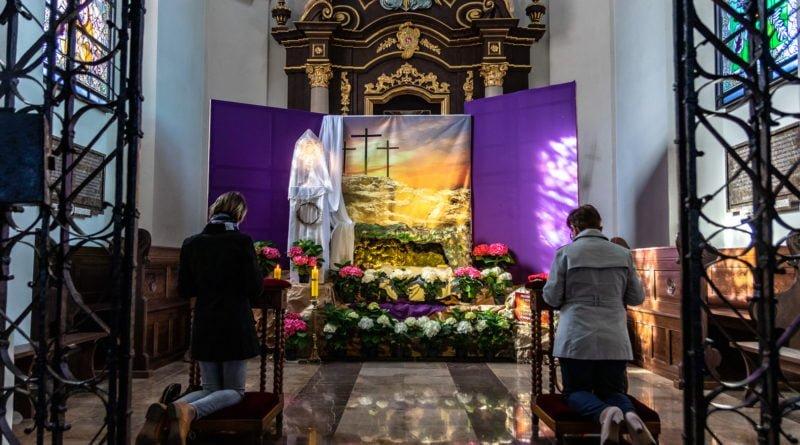 Grób Pański Kościół św. Jana Jerozolimskiego za Murami Poznań Wielka Sobota fot. Sławek Wąchała