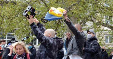 demonstracja 1 fot. k. adamska 390x205 - Poznań: Demonstracja przeciwko rządom PiS na placu Wolności