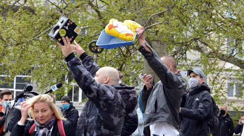 demonstracja 1 fot. k. adamska 800x445 - Poznań: Demonstracja przeciwko rządom PiS na placu Wolności