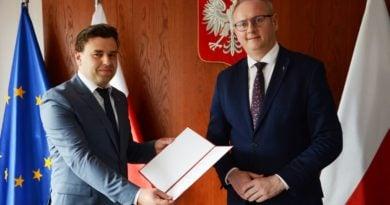 hubert seitz i wojewoda lukasz mikolajczyk fot. wuw 390x205 - Poznań: Mamy nowego szefa SKO. To Hubert Seitz