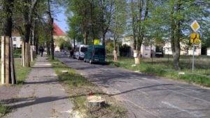 lipy 11 fot. k. adamska 300x169 - Suchy Las: Aktywiści przypięli się do lip. Żądają przyjazdu starosty