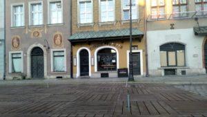 ogrodki stary rynek 2 300x169 - Poznań: Właściciele lokali już szykują ogródki!