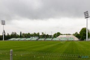 oswietlenie na stadionie warty poznan fot. slawek wachala 9369 300x200 - Poznań: Maszty oświetleniowe na stadionie Warty już stoją!