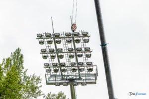 oswietlenie na stadionie warty poznan fot. slawek wachala 9384 300x200 - Poznań: Maszty oświetleniowe na stadionie Warty już stoją!