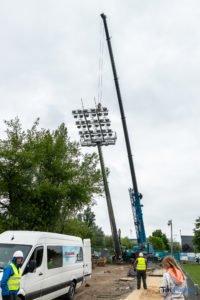 oswietlenie na stadionie warty poznan fot. slawek wachala 9385 200x300 - Poznań: Maszty oświetleniowe na stadionie Warty już stoją!