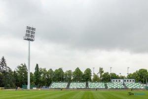 oswietlenie na stadionie warty poznan fot. slawek wachala 9387 300x200 - Poznań: Maszty oświetleniowe na stadionie Warty już stoją!