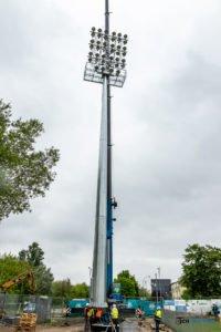 oswietlenie na stadionie warty poznan fot. slawek wachala 9396 200x300 - Poznań: Maszty oświetleniowe na stadionie Warty już stoją!